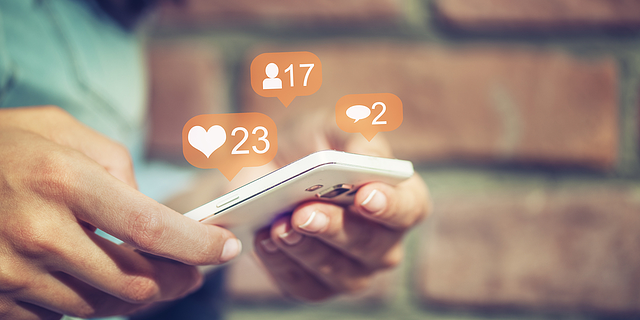 social-media-mobile-likes-comments